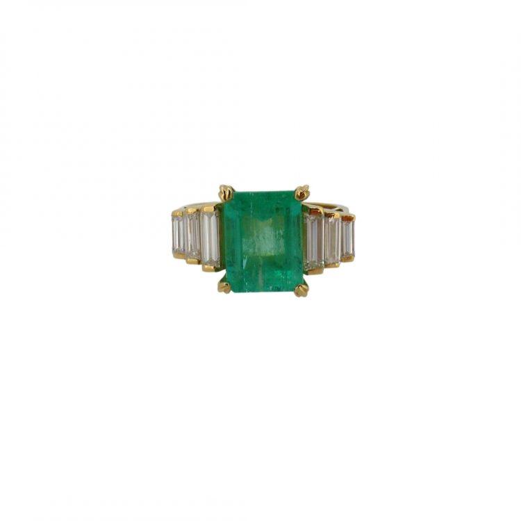 Sortija con esmeralda y diamantes, oro 18k. 750 milésimas