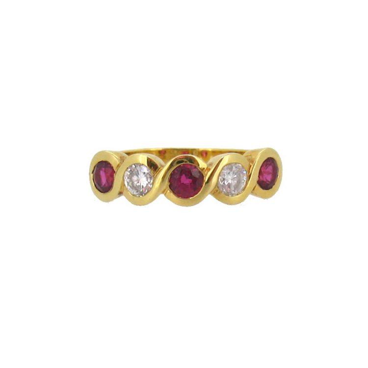 Sortija con rubíes y diamantes